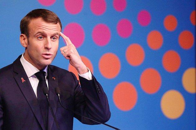 """Macron s'évertue à convaincre qu'il entend la colère des """"gilets jaunes"""""""