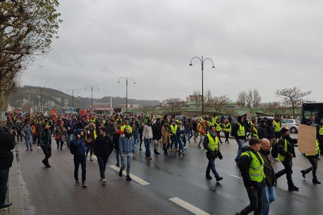 Gilets jaunes : 53 interpellations en Seine-Maritime, des heurts à Barentin et Tourville-la-Rivière