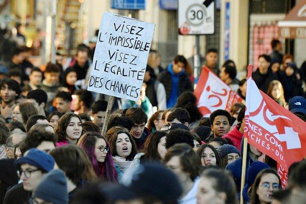 Mobilisation des lycéens: 170 établissements perturbés, peu d'incidents violents