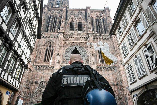 Strasbourg sous le choc, le tireur du marché de Noël en fuite