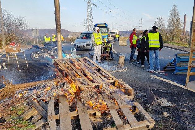 Gilets jaunes : mobilisation en légère baisse en Seine-Maritime, Barentin et Tourville déjà évacués