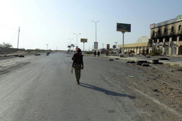 Yémen: violents combats et raids aériens à Hodeida malgré la trêve