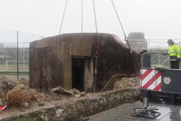 Manche: à Quinéville, un blockhaus de 42 tonnes déménage!