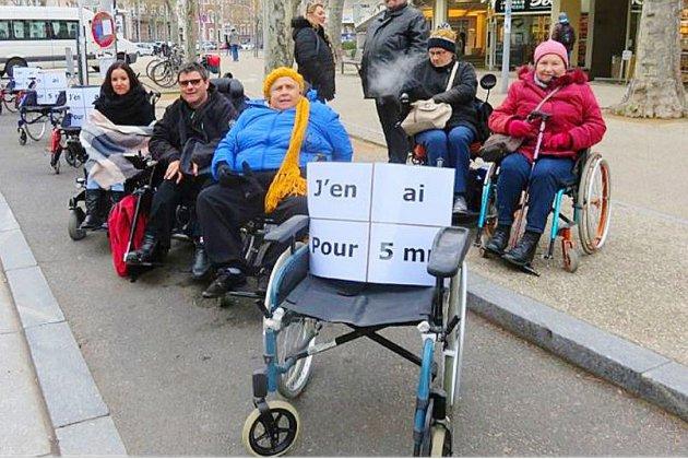 Dans le Puy-de-Dôme, de l'humour pour sensibiliser les automobilistes au handicap