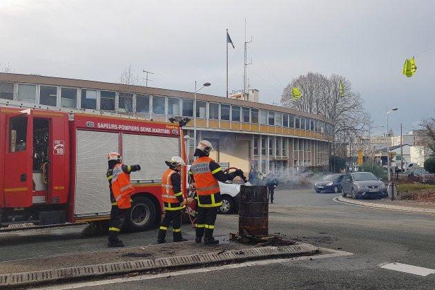 Gilets Jaunes Les Ronds Points De Fecamp Evacues