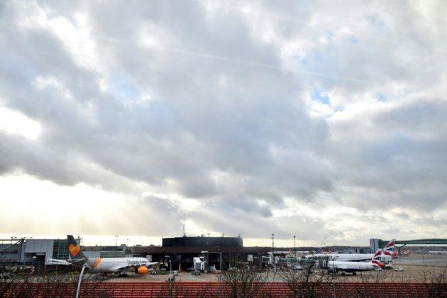Victime de survols de drones, l'aéroport de Gatwick rouvre partiellement