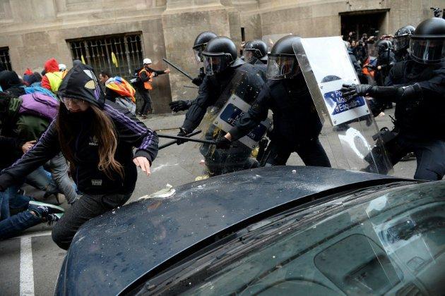 Altercations et manifestations pour le conseil des ministres à Barcelone