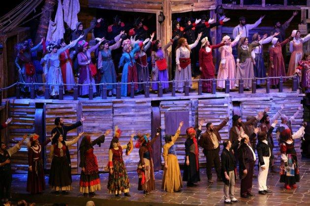 """Avec """"Les Misérables"""", l'Iran s'ouvre à Paris et à Broadway"""