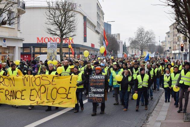 50 000 manifestants et parfois des heurts violents — Gilets jaunes