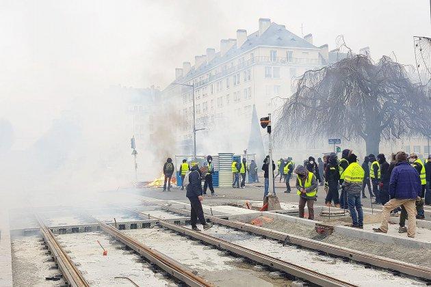 [PHOTOS ET VIDÉOS] Gilets jaunes contre forces de l'ordre : violents affrontements à Caen