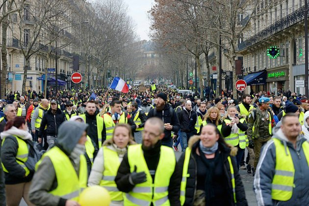 """La crise des """"gilets jaunes"""" """"coûte cher à la France"""" selon Le Maire"""