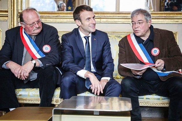 Macron face à 600 maires normands pour lancer le grand débat