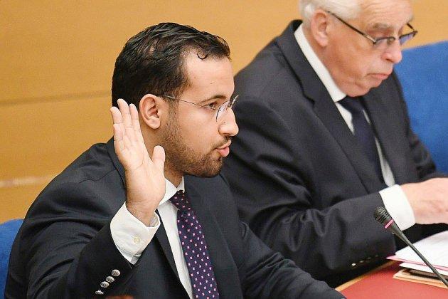 """Alexandre Benalla a été mis en examen """"exclusivement"""" pour l'usage abusif de ses passeports (avocate)"""