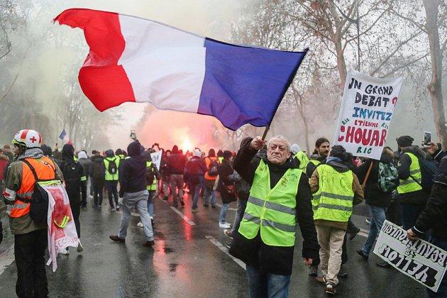 """Les """"Gilets jaunes"""" de nouveau dans la rue malgré le lancement du débat national"""