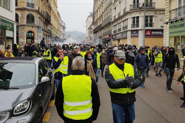 Gilets jaunes: Acte X sous tension à Rouen, nouveaux affrontements avec les forces de l'ordre