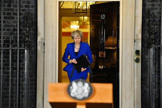 """Brexit: Theresa May tente de rallier les députés derrière son """"plan B"""""""