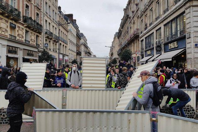 Gilets jaunes, Acte XI: situation très tendue à Évreux, nouveaux affrontements à Rouen