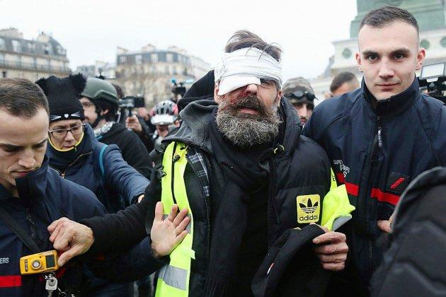 """Blessure à l'oeil du """"gilet jaune"""" Jérôme Rodrigues: ce que l'on sait"""