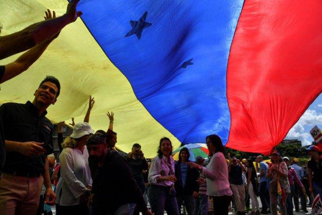 Venezuela: l'opposition défie Maduro dans la rue pour les 20 ans de la révolution