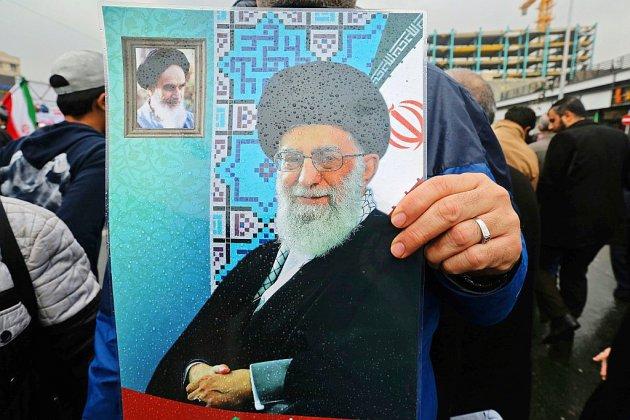 """Iran: la République islamique vaincra le """"complot"""" américain, promet Rohani"""