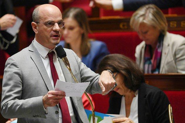"""""""Autoritarisme"""" ou """"confiance"""": l'école vision Blanquer en débat à l'Assemblée"""