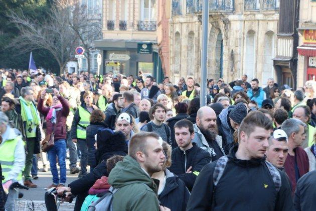 À Rouen, une voiture fonce dans la manifestation de Gilets jaunes