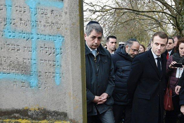 """Macron attendu au dîner du Crif pour des """"décisions fortes"""" contre l'antisémitisme"""