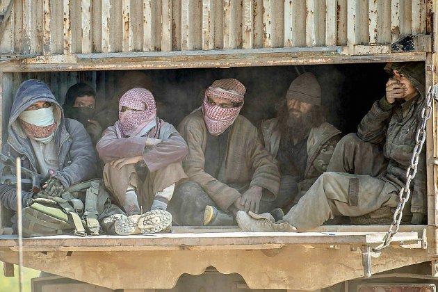 Syrie: des centaines de personnes, dont des jihadistes, quittent l'ultime poche de l'EI