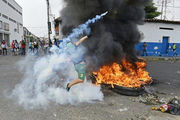 Violences aux frontière du Venezuela pour défendre l'aide humanitaire