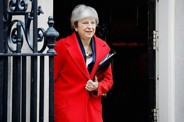 Brexit: May forcée de concéder un éventuel report pour garder la main