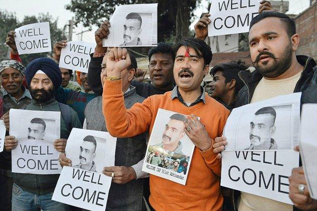"""""""Geste de paix"""": le Pakistan remet à l'Inde son pilote capturé"""