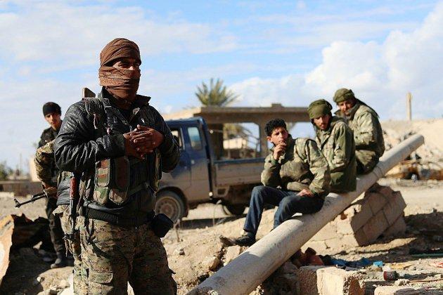 Combats intenses pour chasser l'EI de sa dernière poche en Syrie
