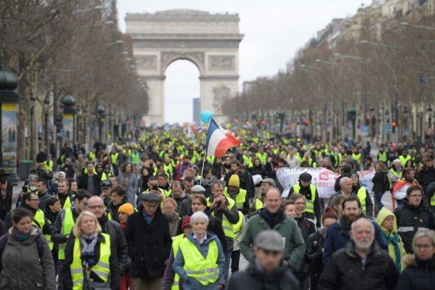 """Les """"gilets jaunes"""" de nouveau dans la rue, avant un mois crucial pour le mouvement"""