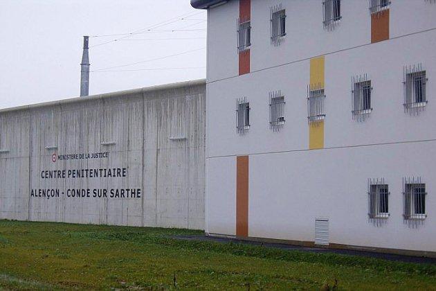 Prison de Condé-sur-Sarthe : deux surveillants poignardés par un détenu radicalisé