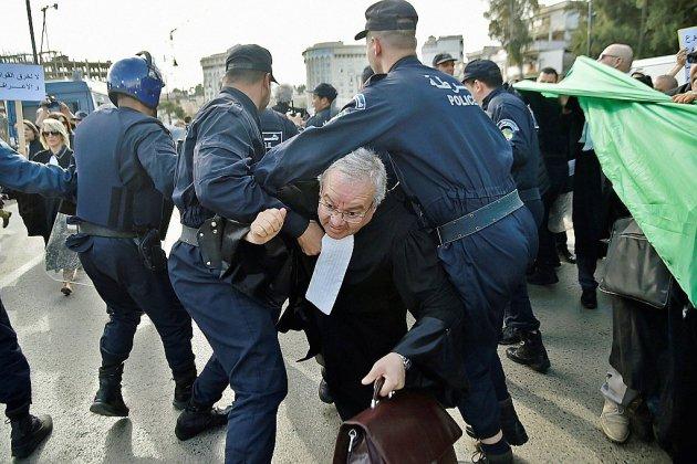 A Alger, avocats et journalistes dans la rue contre un 5e mandat de Bouteflika