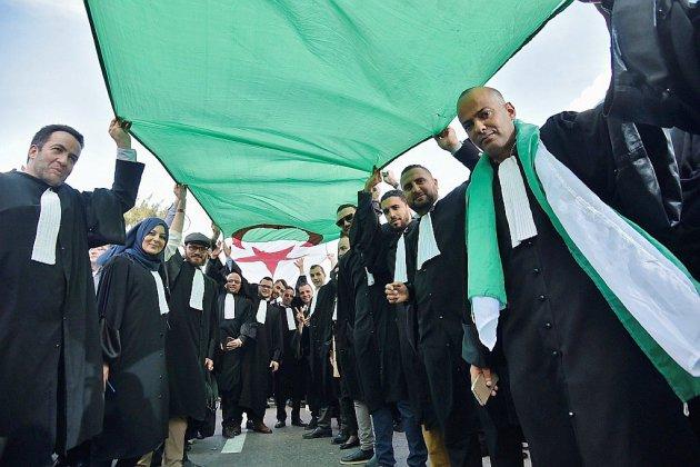 Algérie: nouvelles manifestations prévues, Bouteflika refuse de céder