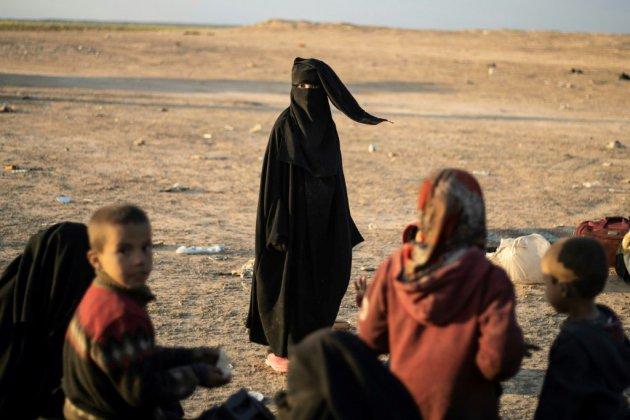 """En Syrie, le """"califat"""" chancèle mais ses partisans rêvent d'un retour sanglant"""