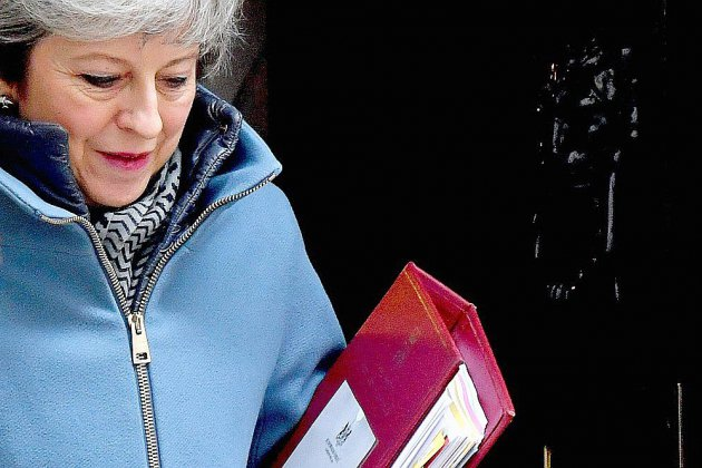 """Brexit: Theresa May demande à l'UE un """"effort supplémentaire"""""""
