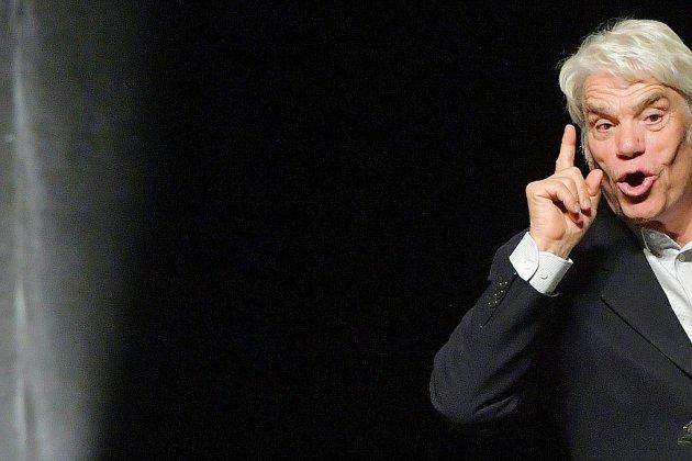 """Arbitrage: le procès de Bernard Tapie pour """"escroquerie"""" s'ouvre à Paris"""
