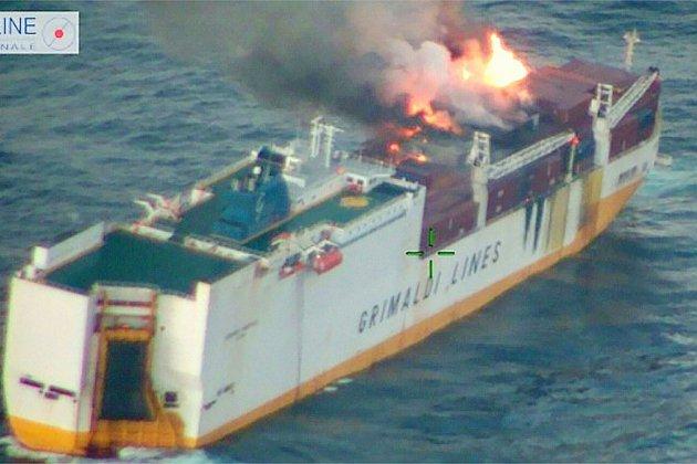 """Après deux jours d'incendie, le """"Grande America"""" a fini par couler à 300 km des côtes françaises"""