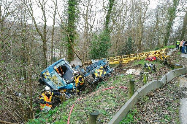 Rives-en-Seine: une grue de 100 tonnes se renverse