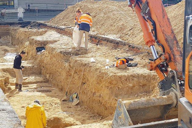 Des squelettes et un couvent découvert sous la Place de l'Hôtel de ville à Argentan!
