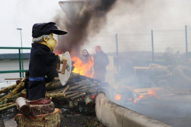 Blocage de Condé-sur-Sarthe: deux détenus saisissent la justice