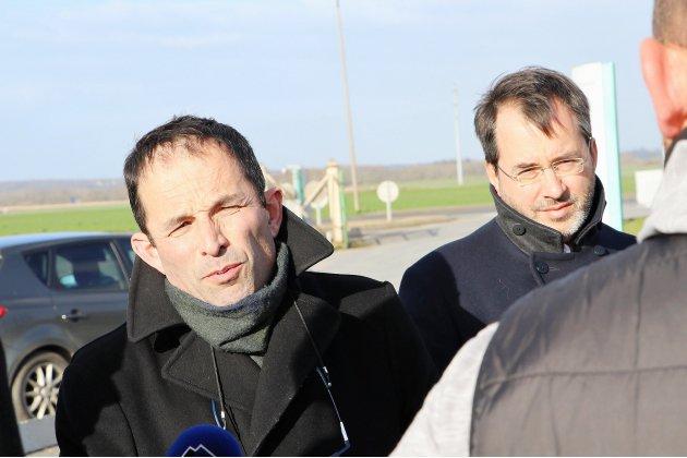 """Benoît Hamon aimerait """"nationaliser"""" la sucrerie de Cagny près de Caen"""