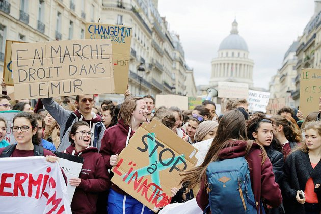 Climat: des milliers de manifestants défilent à travers la France
