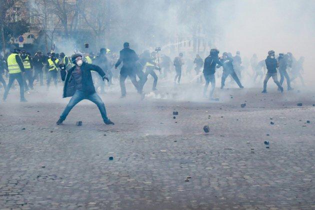 """Acte 18 des """"gilets jaunes"""" à Paris: 200 personnes en garde à vue"""