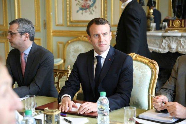 """""""Gilets jaunes"""": Macron estime que """"la seule réponse possible est une réponse de sécurité"""", selon un proche"""