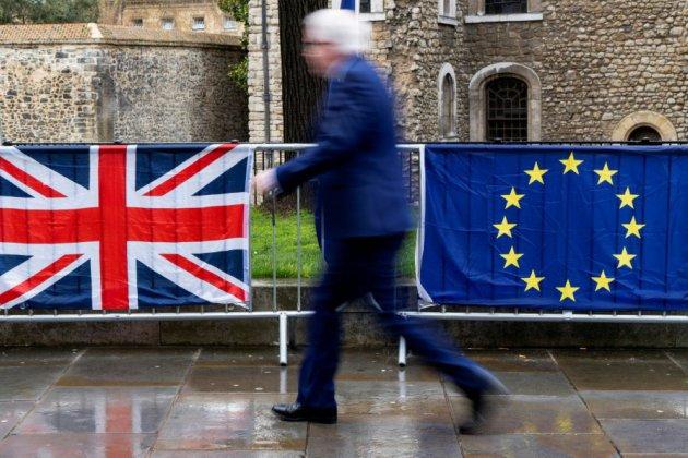 Theresa May s'apprête à réclamer à Bruxelles un court report du Brexit