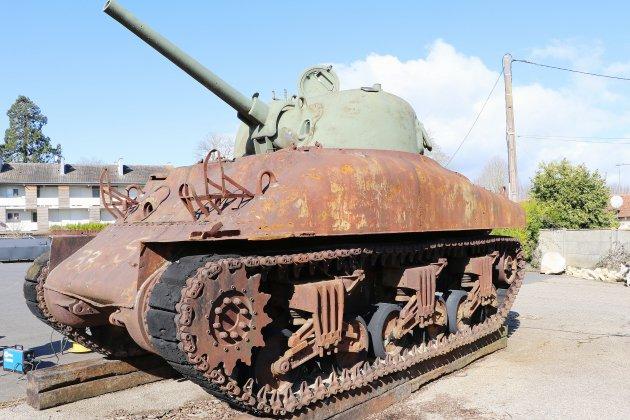 D-day : du street-art sur un char sherman à Falaise