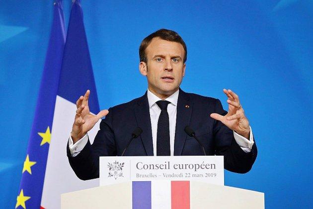 """""""Gilets jaunes"""": Macron tente de désamorcer la polémique sur le recours à Sentinelle"""
